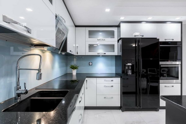 White kitchen black countertop trends 2021 14