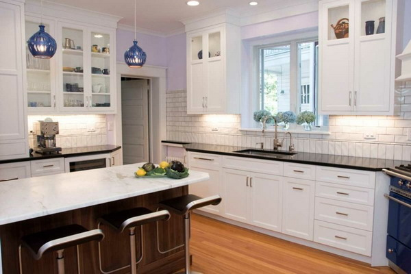 White kitchen black countertop trends 2021 24